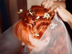 Свадебная прическа: с фатой или без нее?